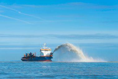 Coastal protection: rainbowing trailing suction hopper dredger